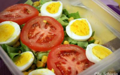 Insalata, pomodoro, uova e mais